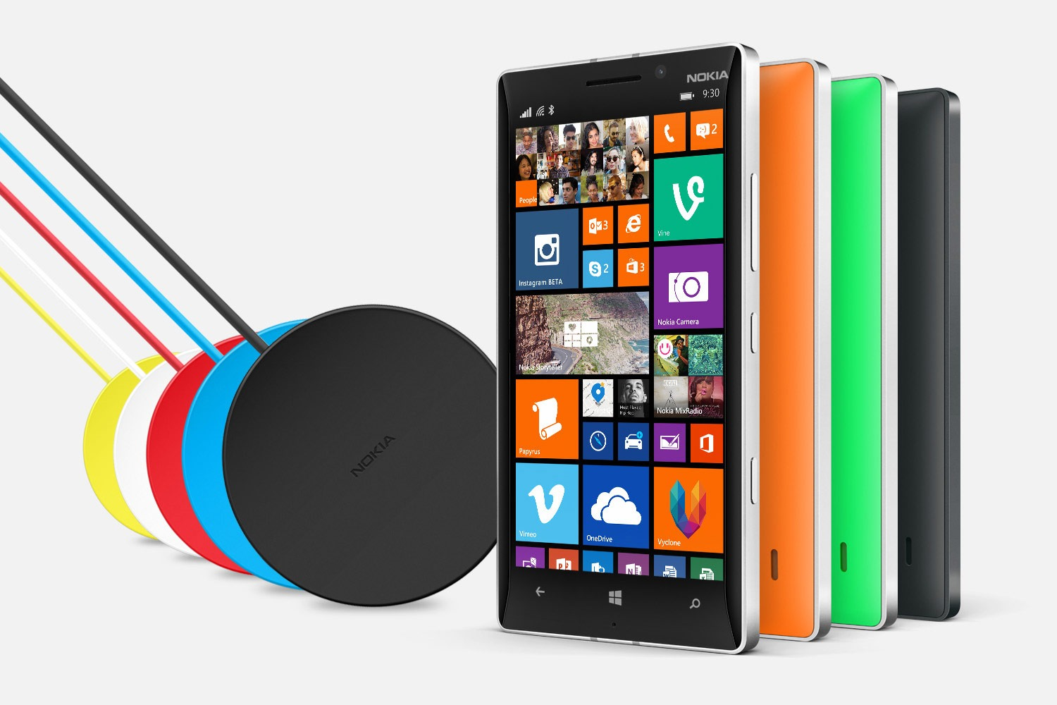 Nokia-Lumia-930-and-wireless-chargers